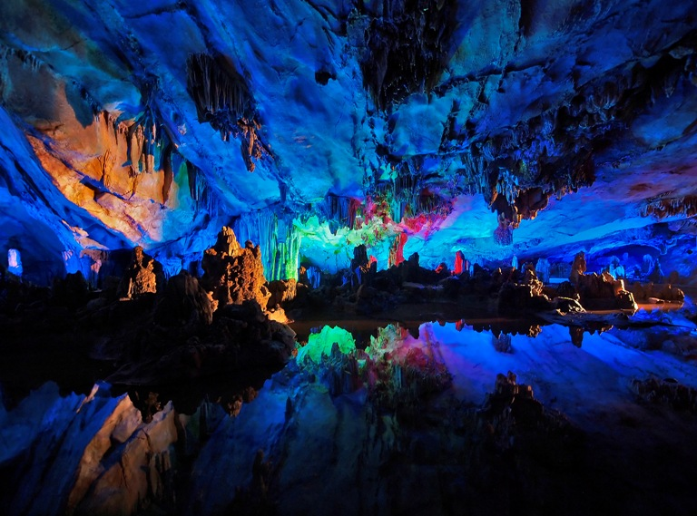 6-cueva-surrealista