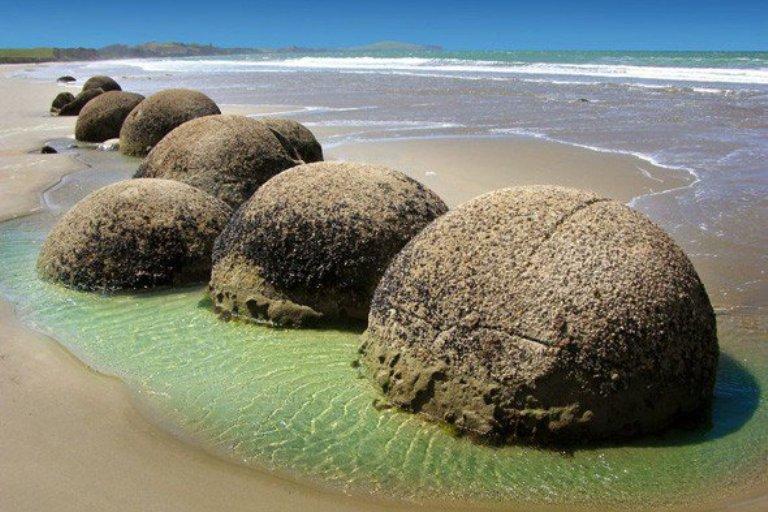 1. Rocas esféricas en Koekohe Beach