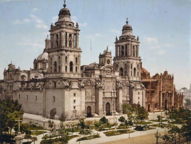 1. Zócalo y Catedrales de Nuestra Señora de Guadalupe