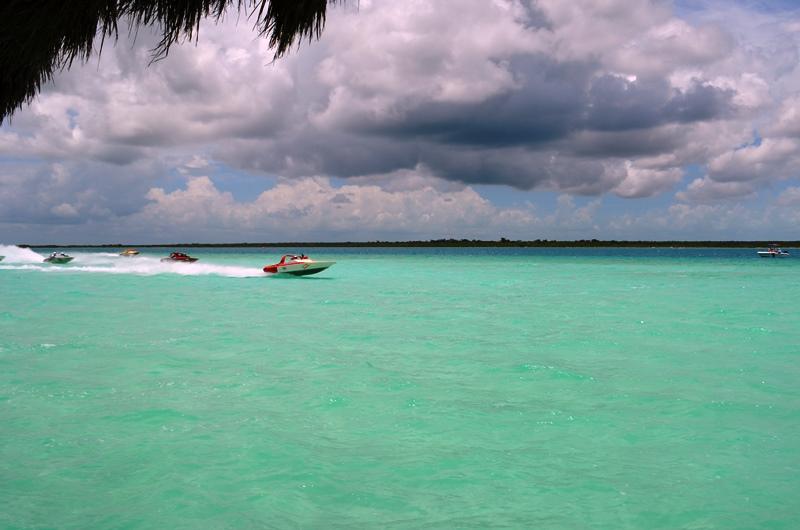 11. Motonáutica y surf de remo en la Laguna de Bacalar