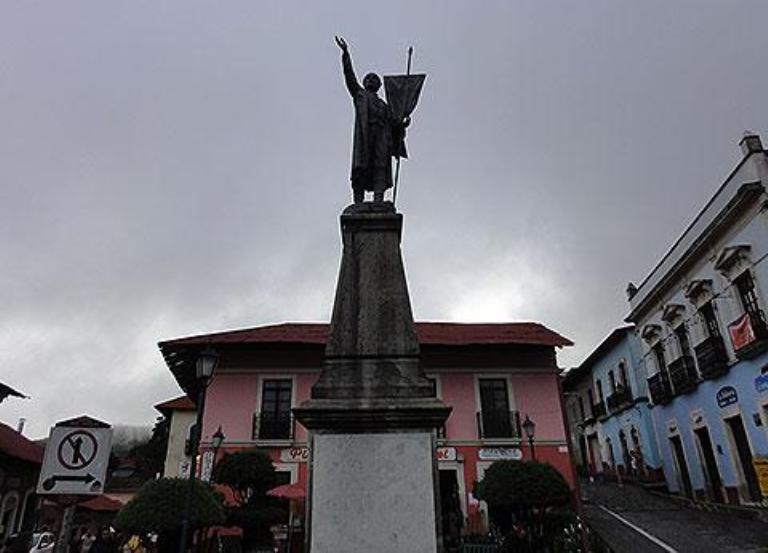 9. Monumento a Don Miguel Hidalgo y Costilla