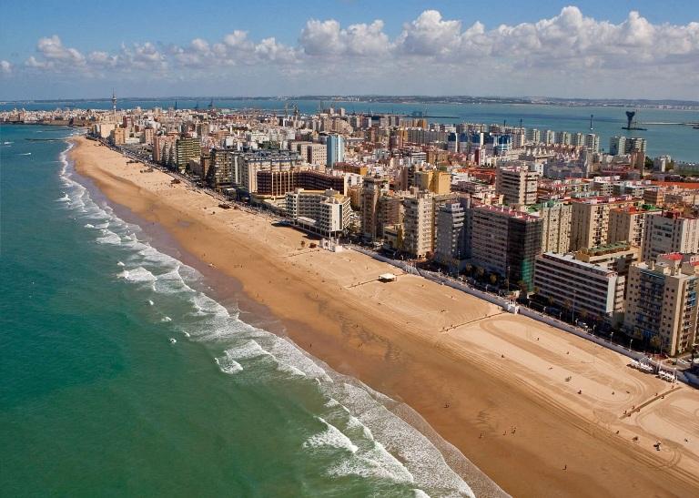 16. Playa de la Victoria, Cádiz