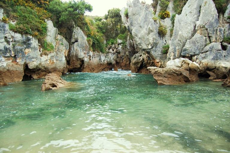 2. Playa de Gulpiyuri