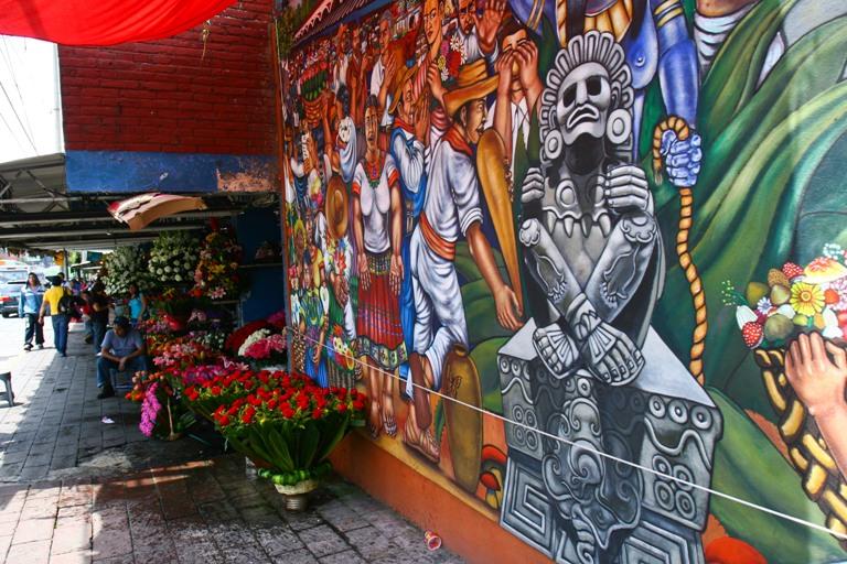 MEXICO, D.F., 30JULIO2010.- El mercado de las flores, ubicado en el Pueblo de San Angel, el cual sera declarado patrimonio cultural tangible e intangible de la ciudad de Mexico por el Gobierno del Distrito Federal. FOTO: ISAAC ESQUIVEL/CUARTOSCURO.COM