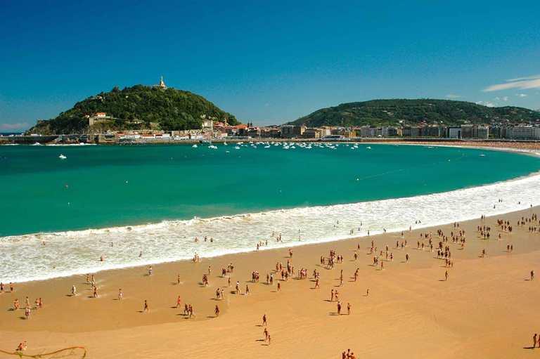 4. Playa de la Concha, San Sebastián