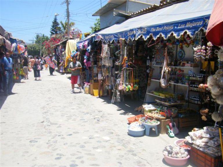 3. Camina por sus calles y visita su mercado
