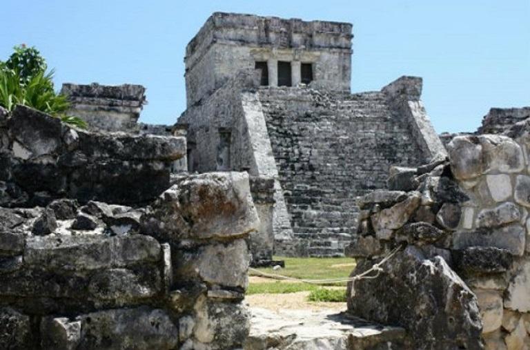 3. Visita la Zona Arqueológica