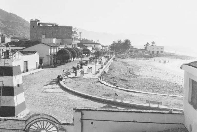 30. ¿Cuándo se construyó el malecón de Puerto Vallarta