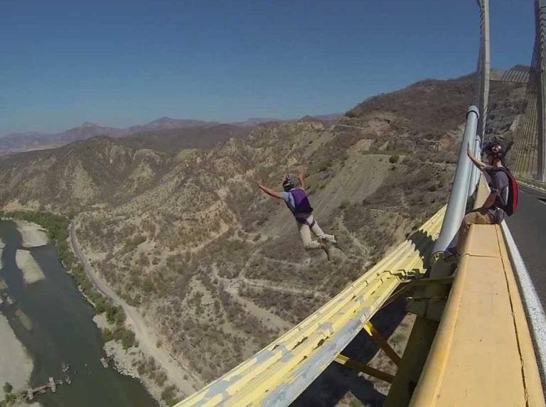 21-hay-paracaidismo-desde-puentes-y-edificios