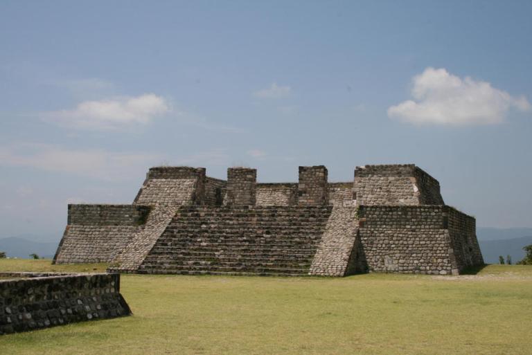 33-el-yacimiento-arqueologico-xochicalco-esta-lejos