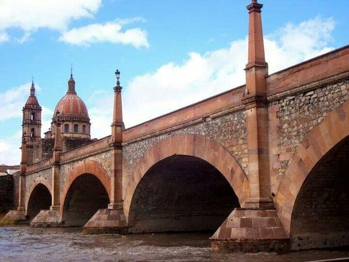 6-como-es-el-puente-del-rio-lagos