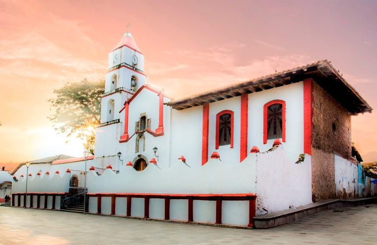 6-como-es-la-parroquia-de-santiago-apostol