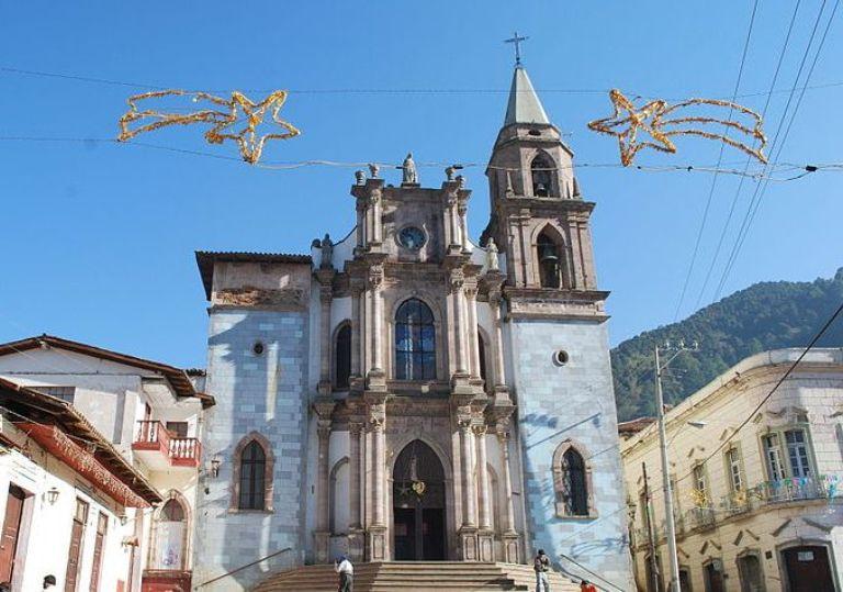 8-que-sobresale-en-la-iglesia-de-san-simon-abad
