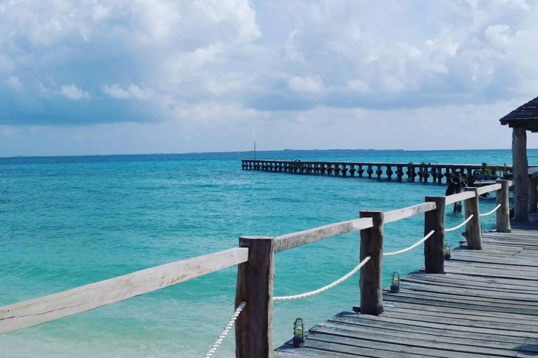 Playa Caracoles es una de las playas de Cancún más apacibles y ricas en naturaleza.